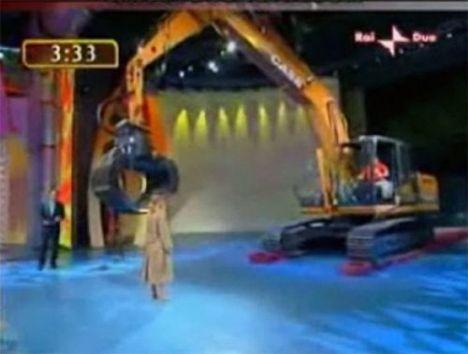 İş makinasıyla striptiz - 7